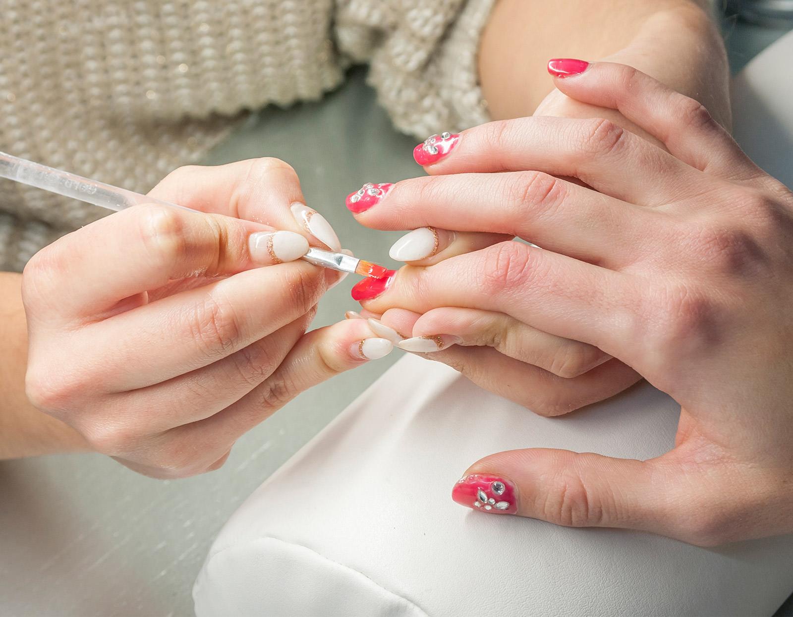 Extensiones y reconstrucción de uñas ¿qué es lo más apropiado para ...